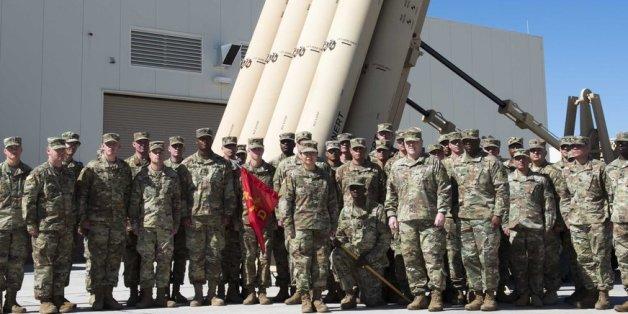 마크 밀리 미 육군 참모총장은 지난 2월 16일 텍사스의 제11방공포병여단을 방문하여 강미선 대위를 포함한 장병들과 함께 기념사진을 촬영했다.
