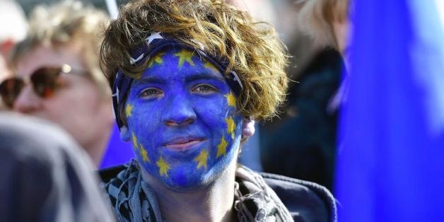 Junge Tschechinnen freuen sich über den EU-Beitritt ihres Landes