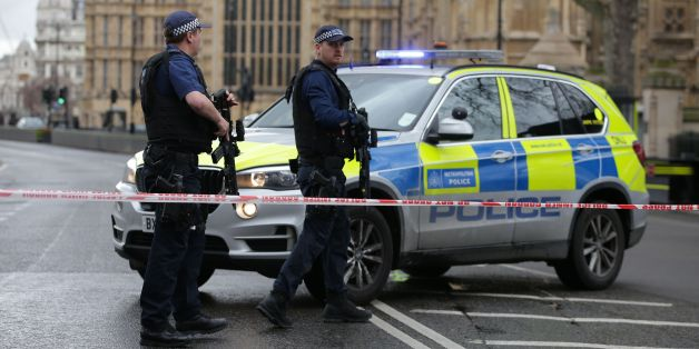 Armed police officers guard at a police cordon outside the Houses of Parliament in central London on March 22, 2017 during an emergency incident. / AFP PHOTO / Daniel LEAL-OLIVAS        (Photo credit should read DANIEL LEAL-OLIVAS/AFP/Getty Images)