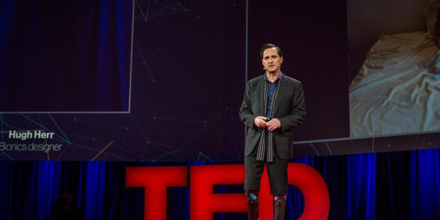 Der Wissenschaftler und Unternehmer Hugh Herr bei einem TED-Vortrag.