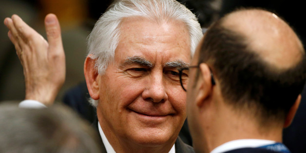 U.S. Secretary of State Rex Tillerson speaks with a delegate during the afternoon ministerial plenary for the Global Coalition working to Defeat ISIS at the State Department in Washington, U.S., March 22, 2017.      REUTERS/Joshua Roberts