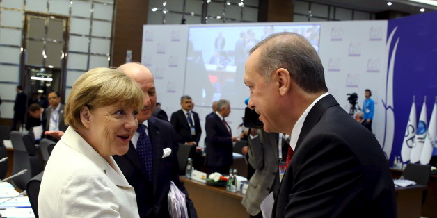 Turkey's President Tayyip Erdogan (R) chats with German Chancellor Angela Merkel prior to a working session at the Group of 20 (G20) leaders summit in the Mediterranean resort city of Antalya, Turkey, November 16, 2015. REUTERS/Kayhan Ozer/Pool