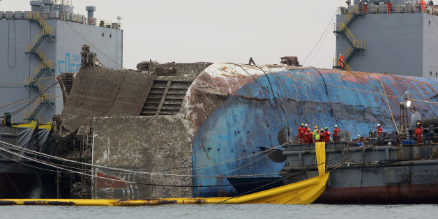 JINDO-GUN, SOUTH KOREA - MARCH 24:  Submersible vessel attempts to salvage sunken Sewol ferry in waters off Jindo, on March 24, 2017 in Jindo-gun, South Korea. The Sewol sank off the Jindo Island in April 2014 leaving more than 300 people dead and nine of them still remain missing.  (Photo by Chung Sung-Jun/Getty Images)