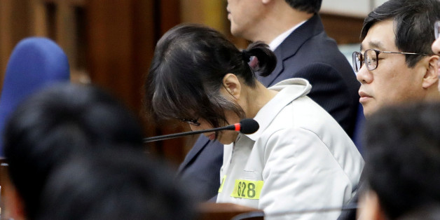 Choi Soon-sil, the woman at the centre of the South Korean political scandal and long-time friend of President Park Geun-hye, appears for her first trial at the Seoul Central District Court on January 5, 2017 in Seoul, South Korea. REUTERS/Chung Sung-Jun/Pool  *** Local Caption *** Choi Soon-sil