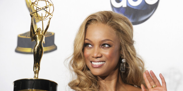 "Tyra Banks poses with her award for Outstanding Talk Show/Informative for ""The Tyra Banks Show"" at the 35th Annual Daytime Emmy Awards at the Kodak theatre in Hollywood, California June 20, 2008.     REUTERS/Phil McCarten (UNITED STATES)"