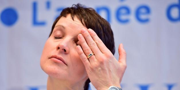 Frauke Petry bricht beim Parteitag der AfD in Tränen aus