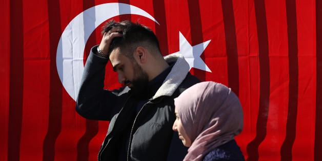 Heimliche Handyfotos und Überwachungskameras: So soll der türkische Geheimdienst Deutschtürken ausspioniert haben