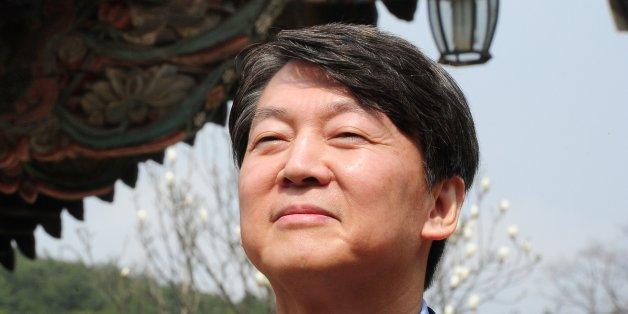 안철수 국민의당 대선주자가 27일 오전 경남 양산시 통도사를 찾아 취재진의 질문을 받고 있다.