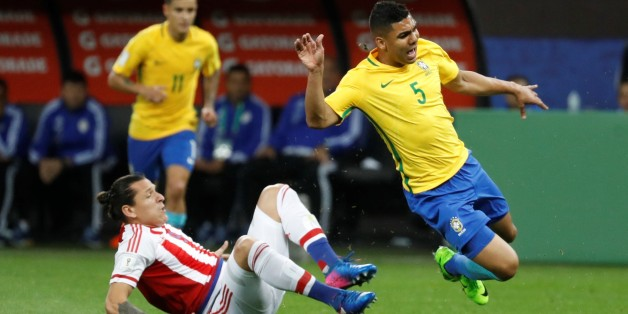 SAO PAULO, BRAZIL - MARCH 28:  Brazil's Casemiro (R) in action against Paraguay's Federico Santander during the 2018 FIFA World Cup Qualifying group match between Brazil and Paraguay at Arena Corinthians Stadium on March 28, 2017 in Sao Paulo, Brazil. (Photo by Leonardo Benassatto/Anadolu Agency/Getty Images)