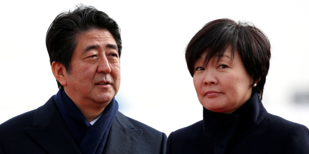 Japan's Prime Minister Shinzo Abe and his wife Akie are pictured at Tokyo's Haneda Airport, Japan January 26, 2016. Picture taken January 26, 2016.    REUTERS/Toru Hanai
