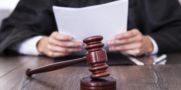 Ein Richter spricht einen mutmaßlichen Vergewaltiger frei - die Gründe empören die Bürger und sind skandalös
