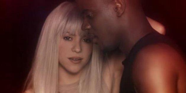 """Shakira et Black M chantent leur rupture dans le clip """"Comme moi"""""""