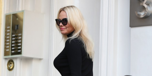 LONDON, ENGLAND - MARCH 30:  Pamela Anderson seen arriving at the Ecuadorian Embassy to visit her friend Julian Assange on March 30, 2017 in London, England.  (Photo by Neil Mockford/GC Images)