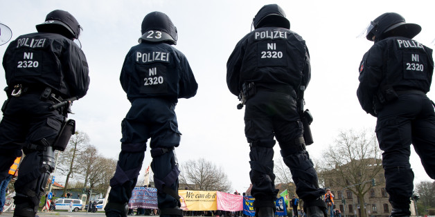 Polizeieinsatzkräfte bei einer Demonstration in Göttingen. Quelle: dpa