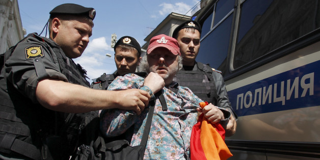 Interior Ministry officers detain a gay rights activist (2nd R) during a gay pride parade, unsanctioned by the city authorities, near the headquarters of Moscow city Duma in central Moscow May 27, 2012.  REUTERS/Maxim Shemetov  (RUSSIA - Tags: SOCIETY CIVIL UNREST POLITICS)