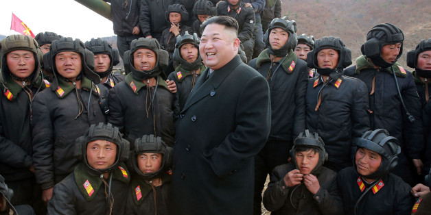 Kim Jong-un bei einer Inspektion des Militärs am  ersten April 2017