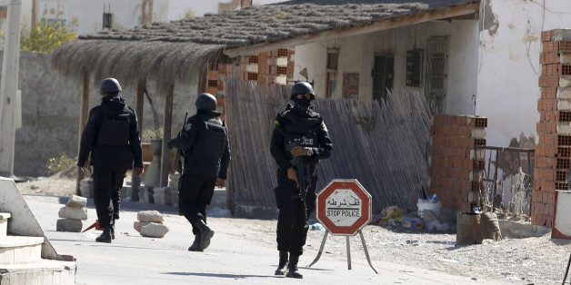 Tunisian police officers stand guard near a police station after Monday's attack by Islamist fighters on an army and police barracks in the town of Ben Guerdan, Tunisia, near the Libyan border March 8, 2016. REUTERS/Zoubeir Souissi