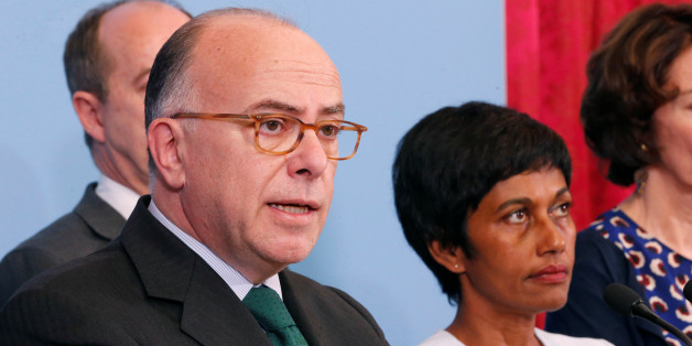French Prime Minister Bernard Cazeneuve (L), flanked by Ericka Bareigts (R) Minister for France's overseas territories, makes a statement after a meeting on protests in the overseas French department of Guiana, in Paris, France, April 3, 2017. REUTERS/Charles Platiau