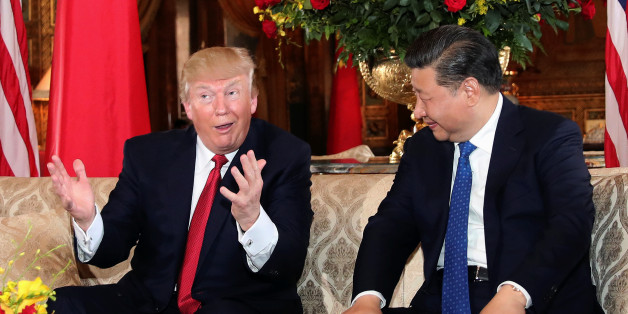 U.S. President Donald Trump interacts with Chinese President Xi Jinping at Mar-a-Lago state in Palm Beach, Florida, U.S., April 6, 2017.  REUTERS/Carlos Barria