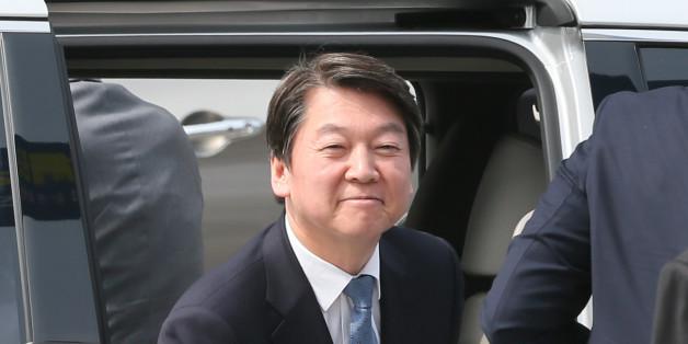 안철수 국민의당 대선 후보가 8일 서울 성동구 한양대학교 기상변화센터에서 열린 '환경이 안보다' 미세먼지 대책간담회에 참석하기 위해 차에서 내리고 있다.