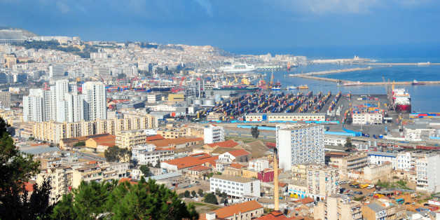 Algiers, Algeria: white city - southern part of the city and the port - panorama - amphitheater over the Mediterranean sea - panorama