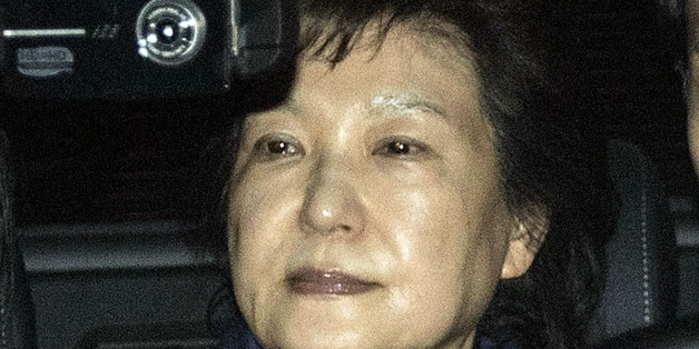 Park Geun-hye, former president of South Korea, center, leaves the Seoul Central Prosecutors' Office in Seoul, South Korea, on Friday, March 31, 2017. A South Korean court has ordered the arrest ofPark after prosecutors sought to detain her on suspicion of bribery and abuse of powers. Photographer: Lee Yong-ho/Pool via Bloomberg