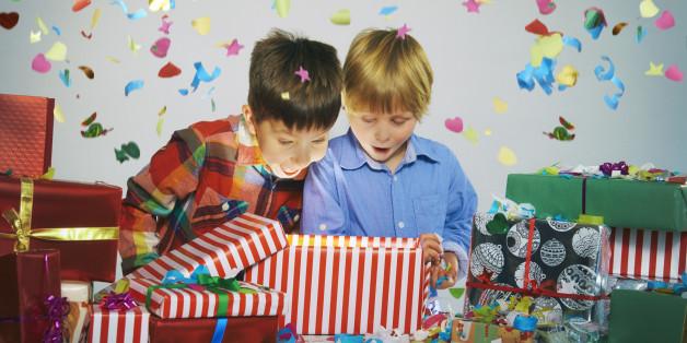 Kinder sollten nicht mit Geschenken überhäuft werden, warnt der Philologenverband