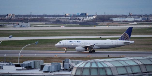 """United Airlines se serait bien passé de ce remake des """"Serpents dans l'avion""""... avec un scorpion"""