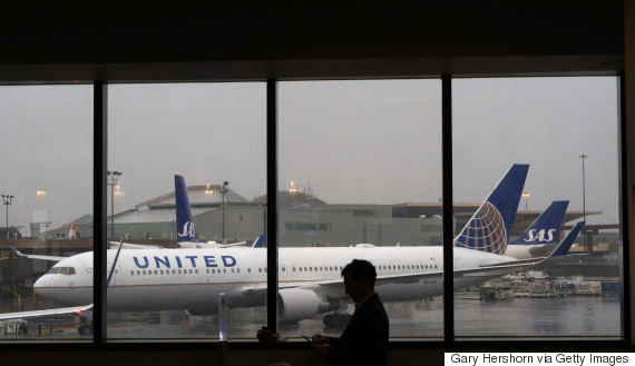 united airlines airplain