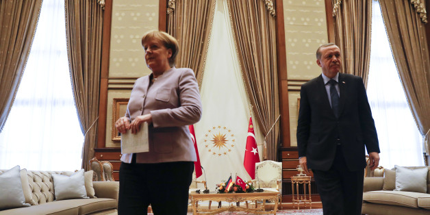 Turkish President Recep Tayyip Erdogan and German Chancellor Angela Merkel leave folloring their meeting at the presidential palace during the first visit since July's failed coup in Ankara, Turkey, February 2, 2017.      REUTERS/Umit Bektas