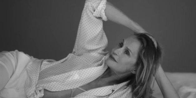 L'actrice Lauren Hutton devient la nouvelle égérie de la marque Calvin Klein à l'âge de 73 ans.