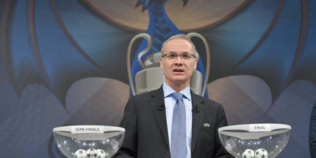 Vendredi 21 avril 2017 à Nyon, Suisse. Giorgio Marchettti, directeur des compétitions de l'UEFA à quelques instants d'entamer le tirage au sort