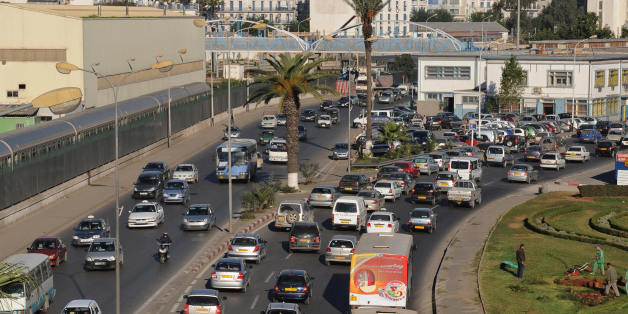 TO GO WITH AFP STORY IN FRENCH BY HAMID GUEMACHE A picture taken on November 11, 2008 shows traffic jam in downtown Algiers. Every morning, hundreds of thousands of cars converging towards the Algerian capital, causing endless traffic jams. Algerians are waiting for the future metro, tramway networks and a second ringroad which is planned for 2009-2010.    AFP PHOTO/ FAYEZ NURELDINE (Photo credit should read FAYEZ NURELDINE/AFP/Getty Images)