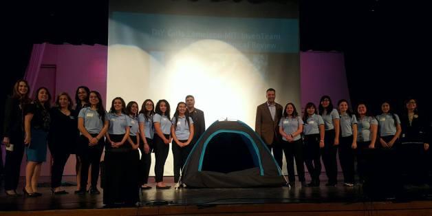 Die Schülerinnen haben ein Zelt für Obdachlose entwickelt, das Wärme mithilfe von Solar-Energie bietet