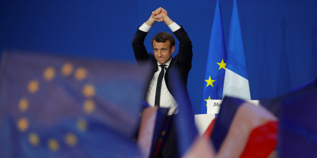 Emmanuel Macron feiert seinen Sieg im ersten Wahlgang