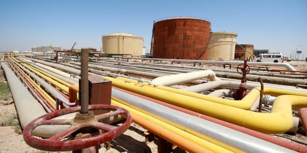 A view shows al-Shuaiba oil refinery in southwest Basra, Iraq  April 20, 2017. REUTERS/Essam Al-Sudani
