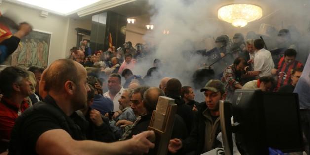 Vermummte Nationalisten stürmen das Parlament in Mazedonien – deshalb darf der Westen jetzt nicht wegsehen
