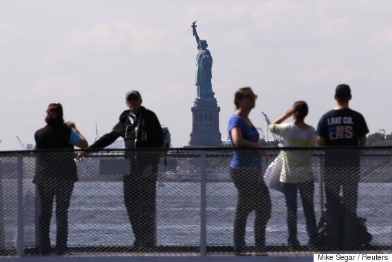 statue of liberty tourists