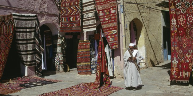 ALGERIA - MARCH 18: Carpet seller at market square, M'zab Valley (UNESCO World Heritage List, 1982), Ghardaia, Algeria. (Photo by DeAgostini/Getty Images)