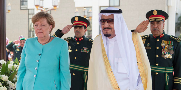 Saudi Arabia's King Salman bin Abdulaziz Al Saud stands next to German Chancellor Angela Merkel during a reception ceremony in Jeddah, Saudi Arabia April 30, 2017. Bandar Algaloud/Courtesy of Saudi Royal Court/Handout via REUTERS    ATTENTION EDITORS - THIS PICTURE WAS PROVIDED BY A THIRD PARTY. FOR EDITORIAL USE ONLY.