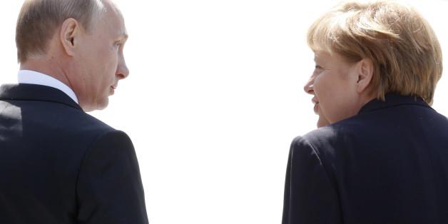 Bundeskanzlerin Angela Merkel ist am Dienstag zu ihrem mit Spannung erwarteten Treffen mit dem russischen Präsidenten Wladimir Putin nach Sotschi abgeflogen