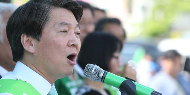 안철수 국민의당 대선 후보가 3일 오후 전북 익산시 익산역 광장에서 열린 지역 거점 유세에서 유권자들에게 지지를 호소하고 있다.