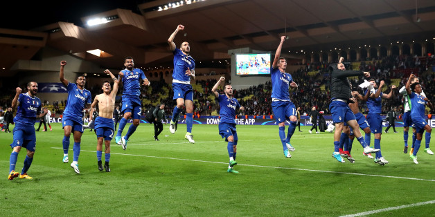 MONACO - MAY 03:  Juventus players celebrate after the full time whistle during the UEFA Champions League Semi Final first leg match between AS Monaco v Juventus at Stade Louis II on May 3, 2017 in Monaco, Monaco.  (Photo by Julian Finney/Getty Images)