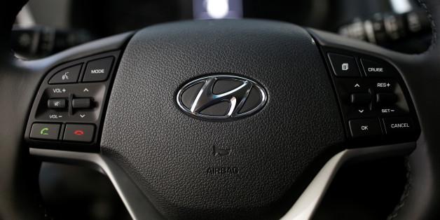 The logo of Hyundai Motor is seen on a steering wheel at its dealership in Seoul, South Korea, December 15, 2016. Picture taken December 15, 2016.   REUTERS/Kim Hong-Ji
