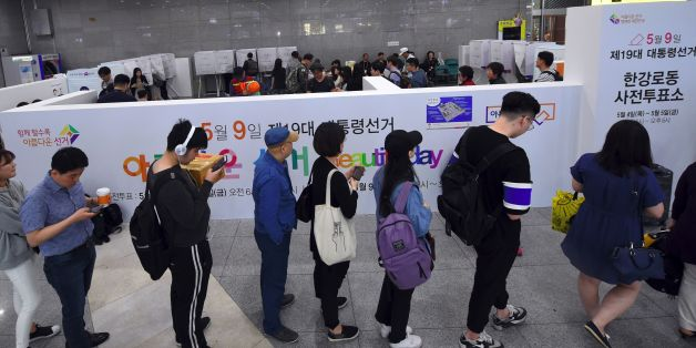 People wait in line to vote in advance at a polling station in Yongsan station in Seoul on May 4, 2017, ahead of next week's South Korean presidential election.  South Koreans can cast their ballots for the upcoming May 9 presidential election during the two-day early voting period until May 5. / AFP PHOTO / JUNG Yeon-Je        (Photo credit should read JUNG YEON-JE/AFP/Getty Images)
