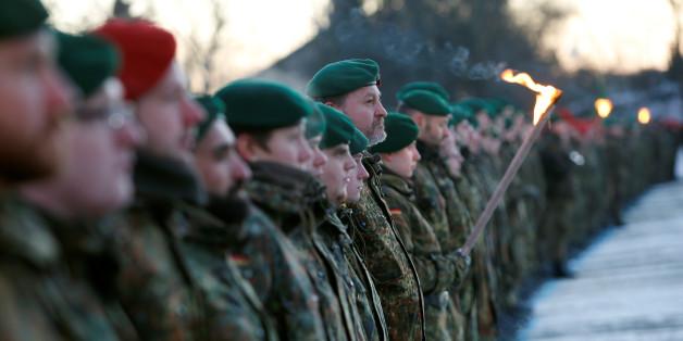 2012 sollen Bundeswehrsoldaten ein Hakenkreuz gestreut haben.