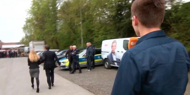 Armin Laschet auf der Flucht vor Heute-Show-Reporter Fabian Köster. Quelle: Heute Show, zdf