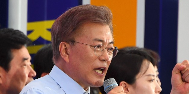 South Korean presidential candidate Moon Jae-In (C) of the Democratic Party speaks during his election campaign in Goyang city, northwest of Seoul, on May 4, 2017.South Korea will hold a presidential election on May 9 to replace former President Park Geun-hye, who was ousted from office in March over a corruption and abuse-of-power scandal. / AFP PHOTO / JUNG Yeon-Je        (Photo credit should read JUNG YEON-JE/AFP/Getty Images)