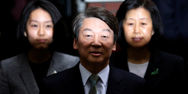 Ahn Cheol-soo, the presidential candidate of the People's Party, his wife Kim Mi-kyung and daughter Ahn Seol-hee (L) speak to the media after voting at a polling station in Seoul, South Korea, May 9, 2017. REUTERS/Kim Hong-Ji