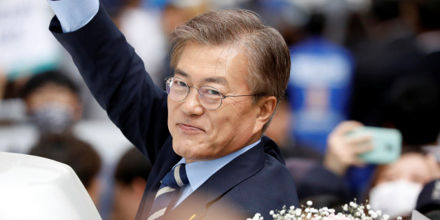 Moon Jae-in, the presidential candidate of the Democratic Party of Korea, leaves after his election campaign rally in Daegu, South Korea, May 8, 2017.  REUTERS/Kim Hong-Ji